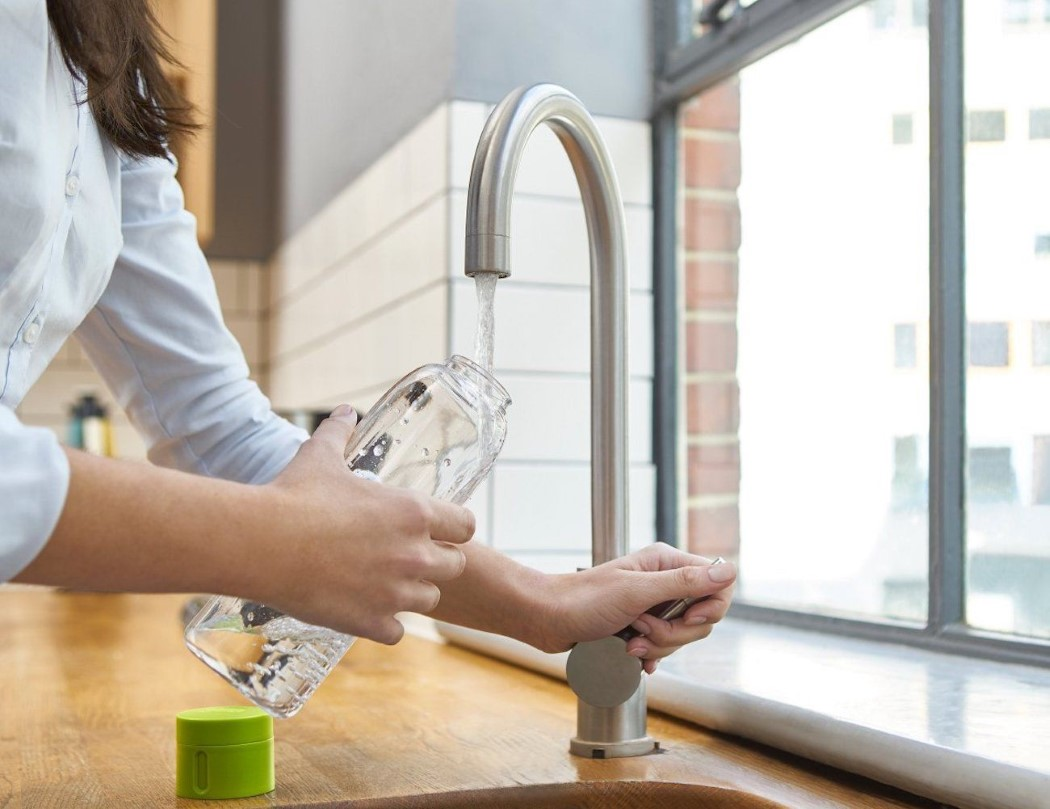Uma garrafa de água que não vai deixar você se esquecer de beber água