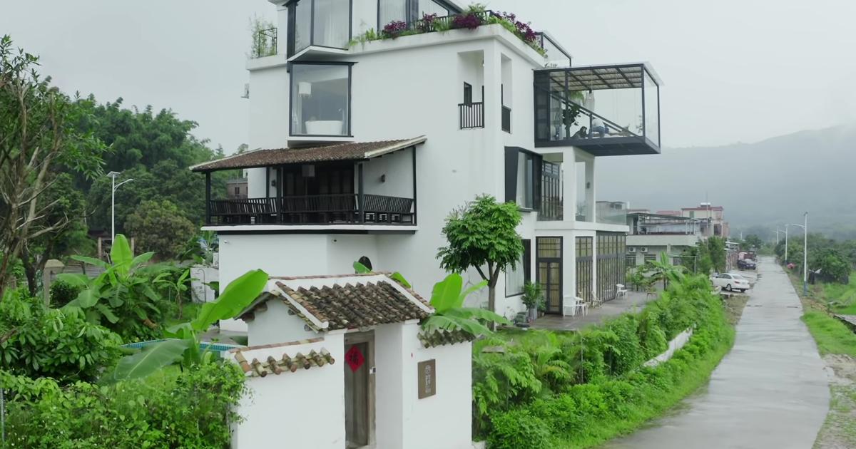 7 amigas decidem passar o resto de suas vidas juntas e constroem uma casa para aposentadoria dos sonhos