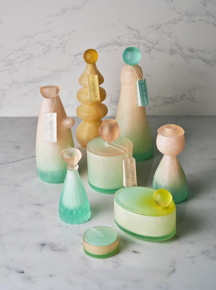 Embalagens elegantes são feitas de sabão em vez de plástico para não ter desperdício