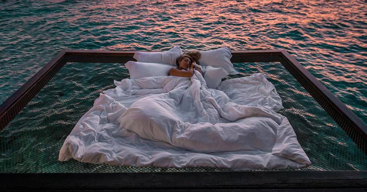 Este resort oferece a chance de você dormir sob as estrelas e sobre o oceano