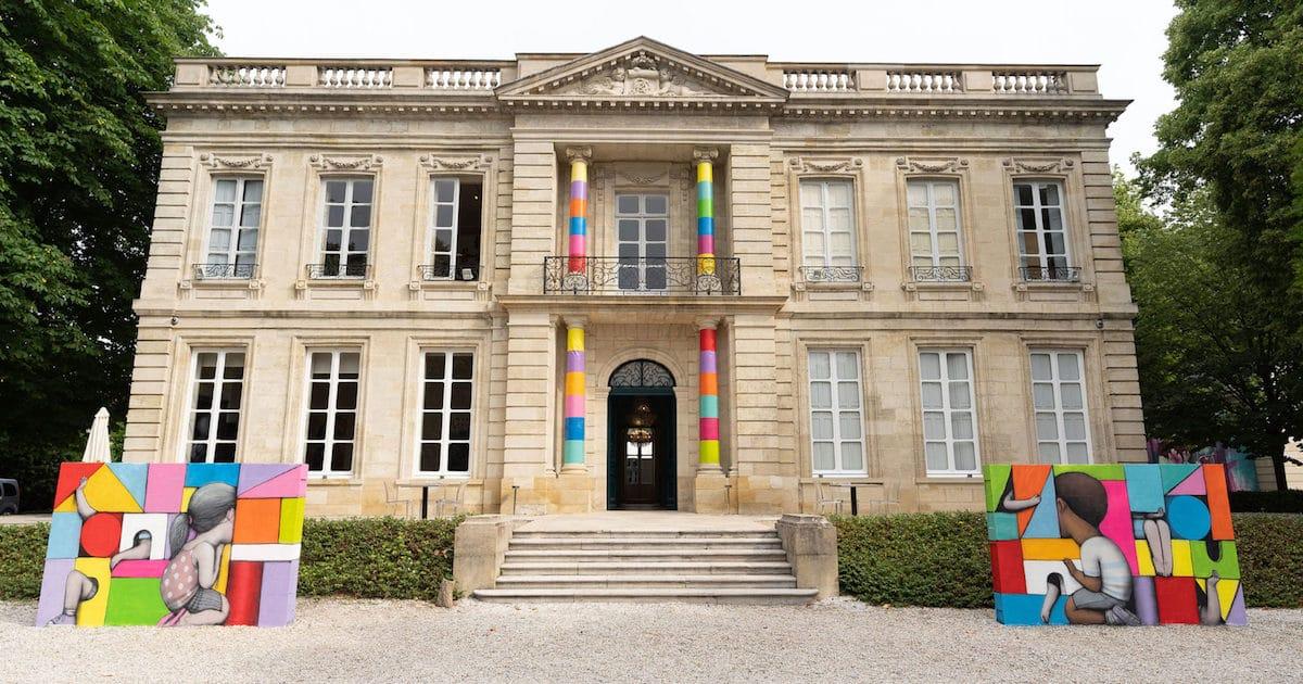 Artista assume um castelo histórico e o transforma em um playground colorido