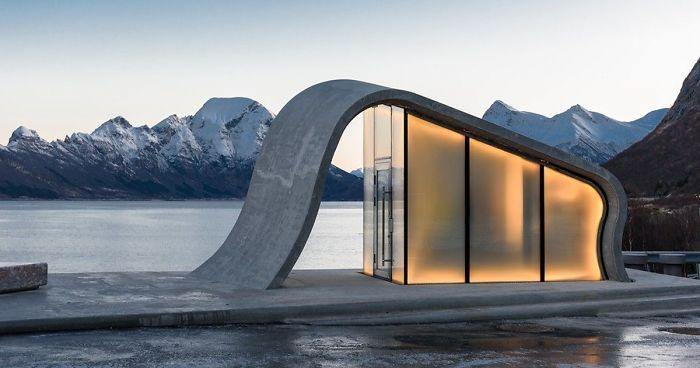 Noruega cria muito provavelmente o banheiro público mais bonito do mundo