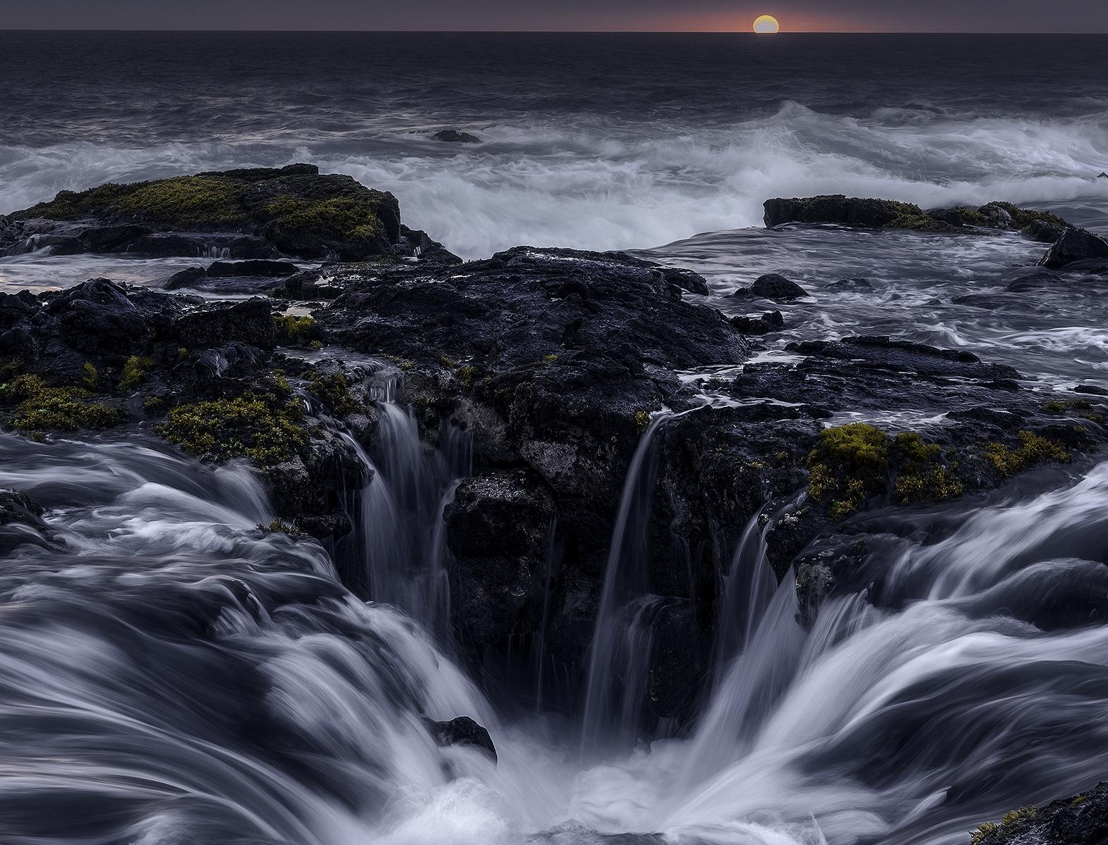Fotografias capturam vistas dramáticas das praias ásperas do Havaí