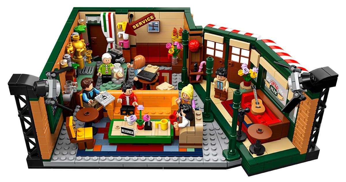 """LEGO comemora o 25º aniversário de """"Friends"""" lançando um kit do Central Perk para os fãs da série"""