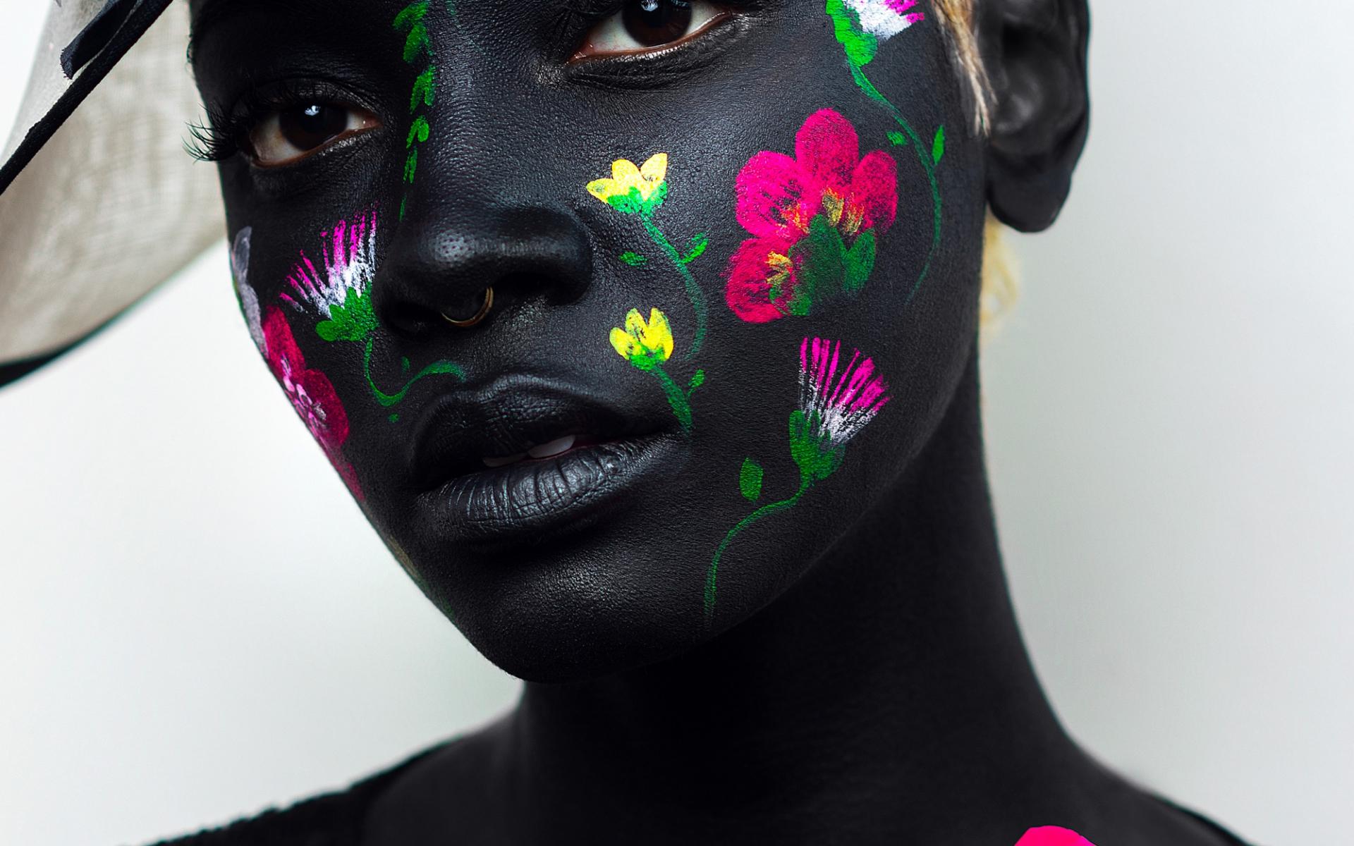 Fotógrafa captura retratos cheios de flores que celebram a beleza natural na diáspora africana