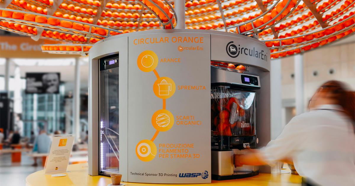 Nova máquina de suco circular transforma cascas de laranja em copos de bioplástico
