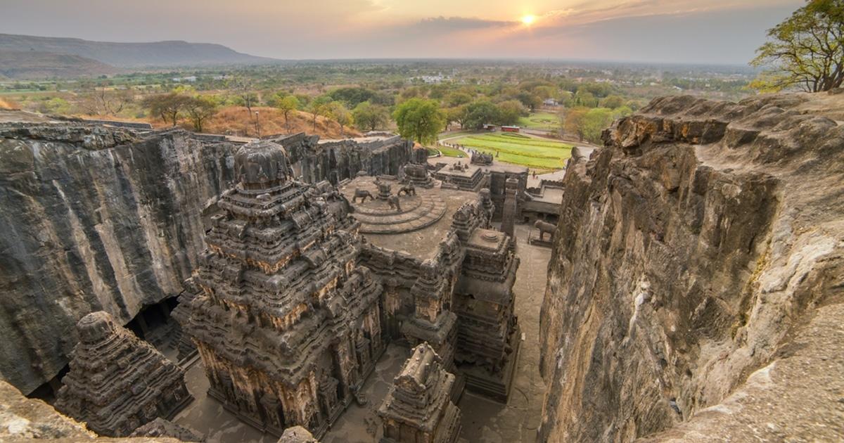 Este enorme templo do século VIII na Índia foi esculpido em uma rocha