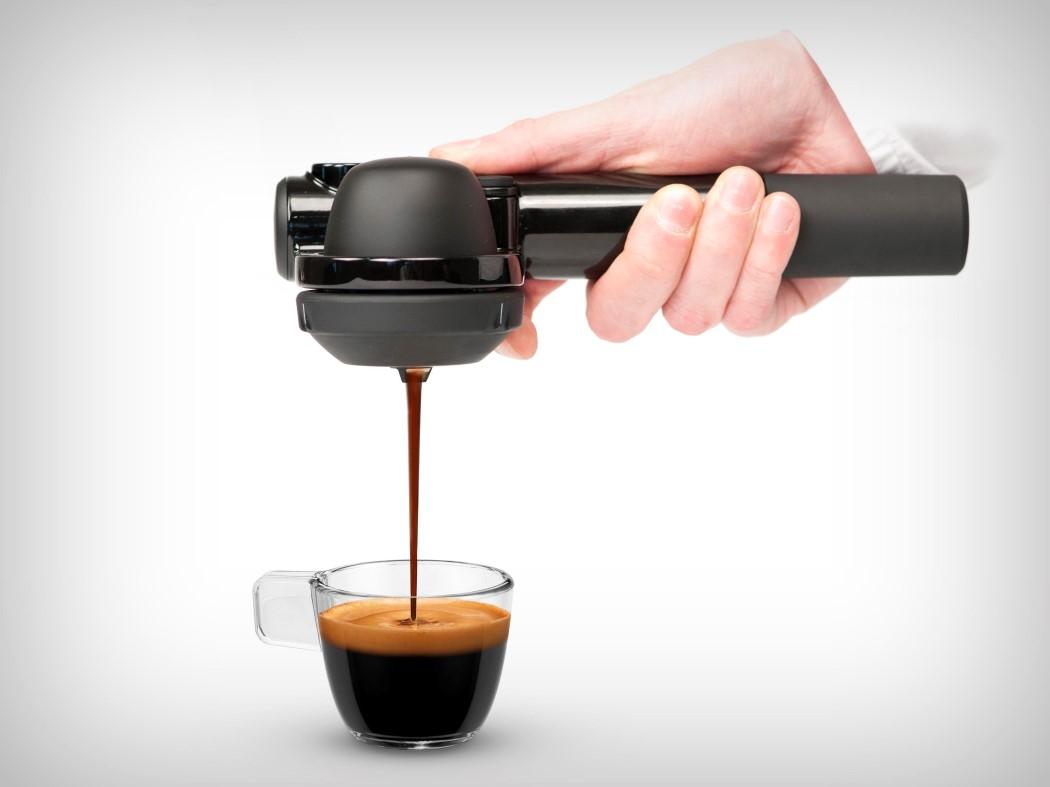 """Conheça o """"Handpresso"""", uma cafeteira que cabe no seu bolso"""