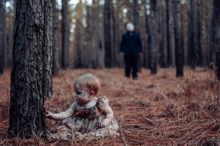 Mãe transforma sua filha bebê em zumbi para sessão de fotos de horror, e a garotinha lacrou!
