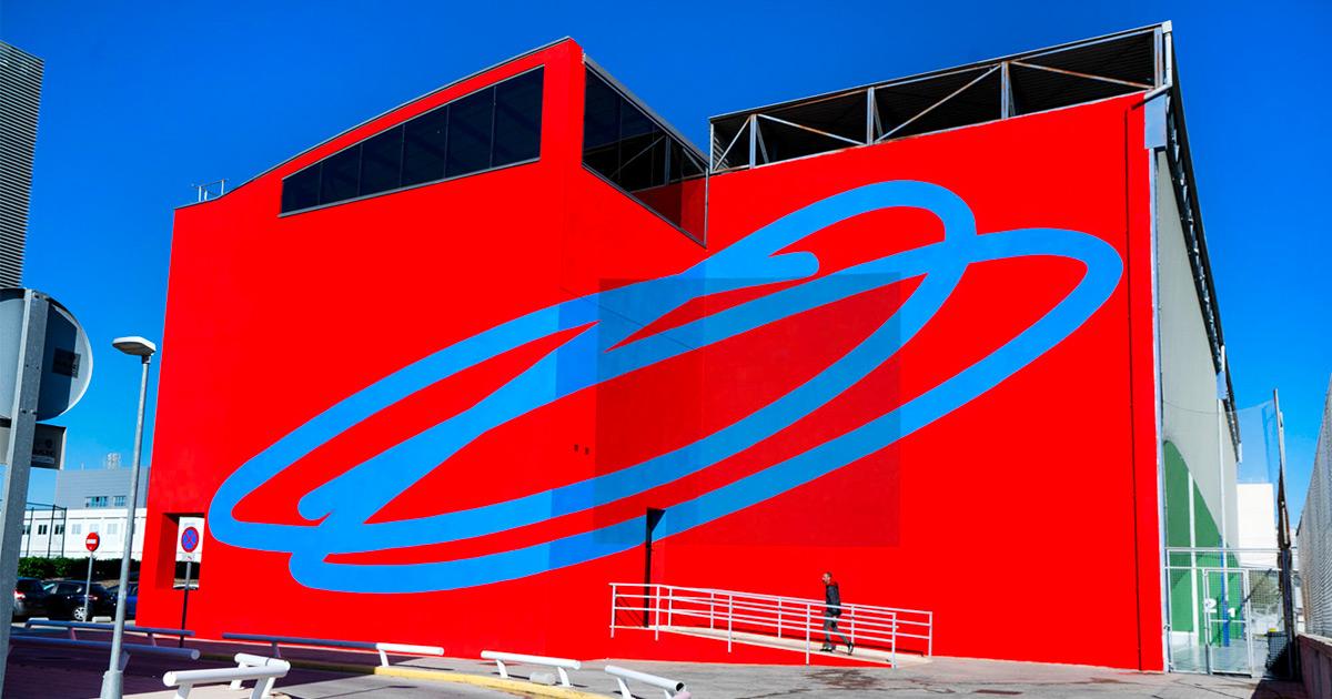 Muralista argentino envolve fachadas de edifícios em enormes campos de cor abstratos