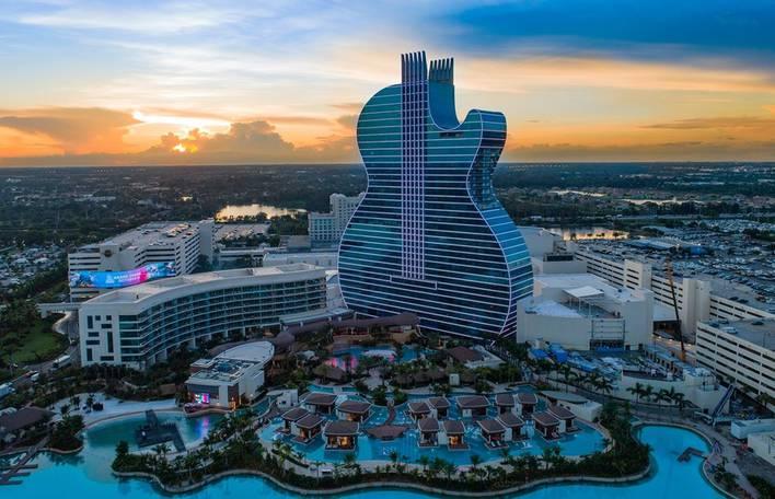 Conheça o primeiro hotel em forma de guitarra do mundo