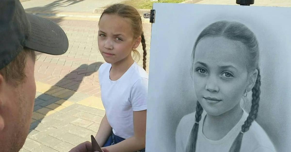 Artista de rua russo desenha retratos fotorrealistas ao vivo e cada um leva até uma hora (46 imagens)