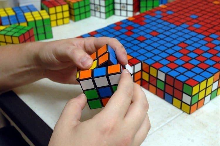 Artista Cria Retratos Gigantes Da Cultura Pop A Partir De Milhares De Cubos De Rubik