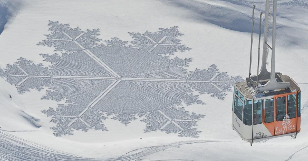 Artista Anda Na Neve O Dia Inteiro Para Criar Padrões Geométricos Gigantes Com Os Pés