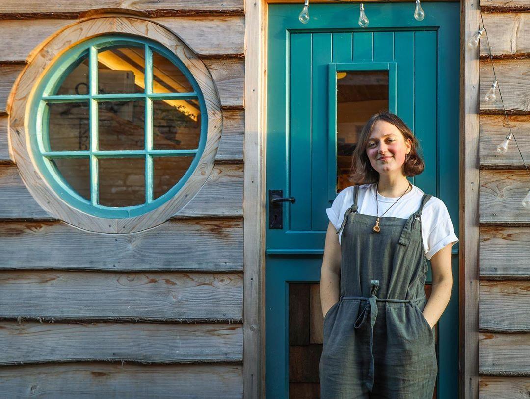 Esta Jovem Usou Seu Amor Pela Madeira Para Construir Sua Própria Casa
