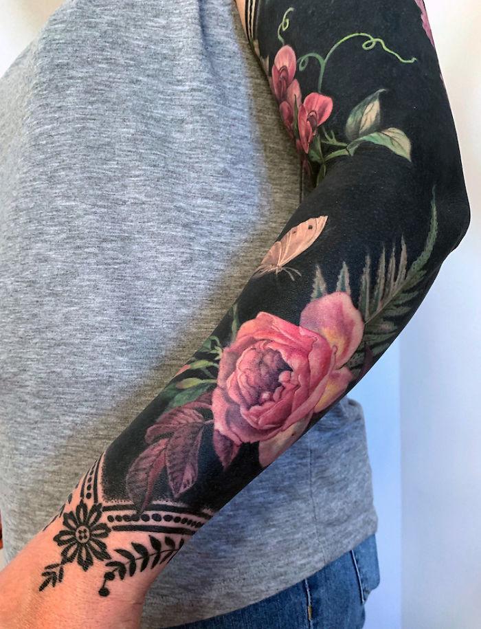 25 Tatuagens De Flores Em Fundos Pretos Desta Tatuadora