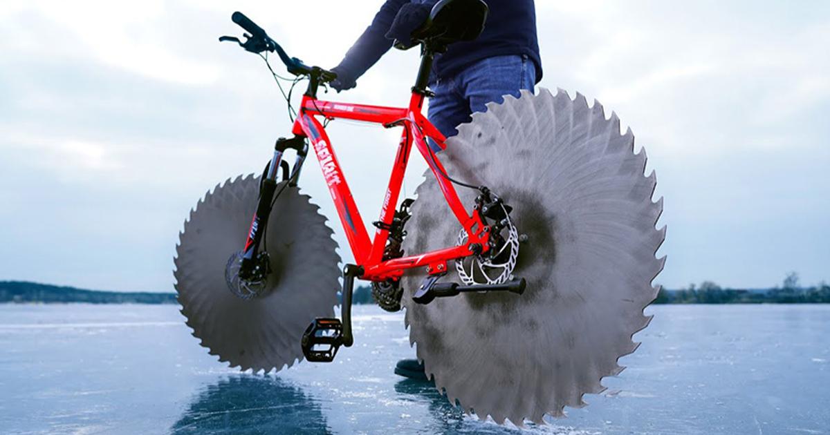 Homem Substitui Pneus De Bicicleta Por Serras